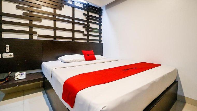 Hotel Reddoorz Plus Near Pasar Wisata Pekanbaru 3