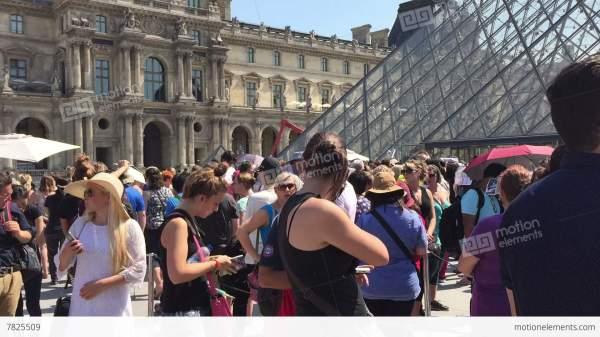 People Wait Tickets Louvre Museum In Paris Lizenzfreie Videos 7825509