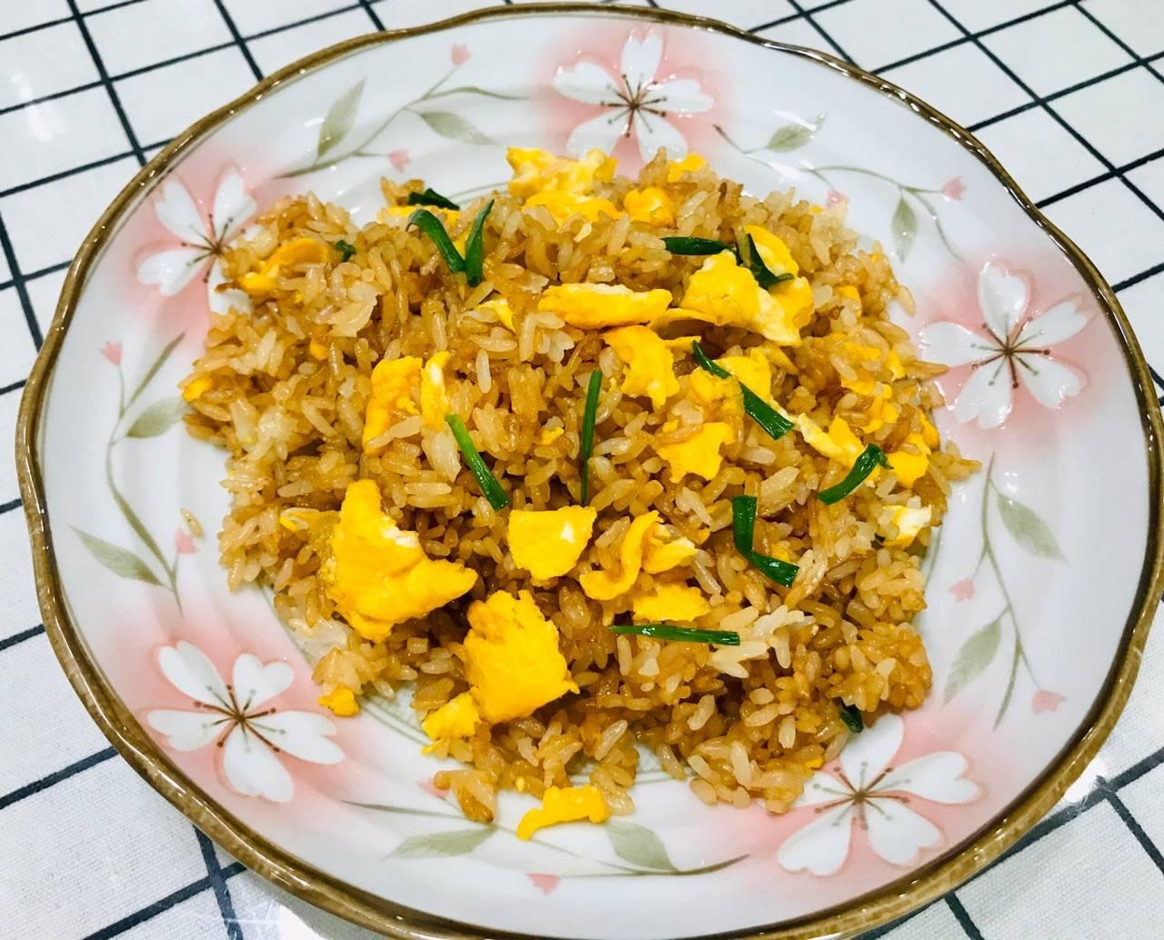 原創  還在為剩米飯發愁嗎?醬油炒剩米飯超級香超級好吃!