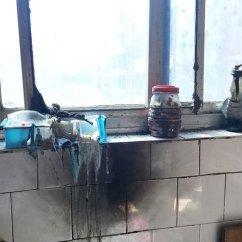 Kitchens For Less Kitchen Table And Chairs Ikea 厨房少花钱也能打造北欧清新风 8款厨房神器 打造时尚便捷家 快资讯 厨房墙面要多加利用 在不方便安装吊柜的地方 譬如说水槽上方 将一款墙面搁架安装于此 把零七碎八的盘 杯 调料瓶 铲子 勺子等全部收纳 避免它们占据厨房橱柜的