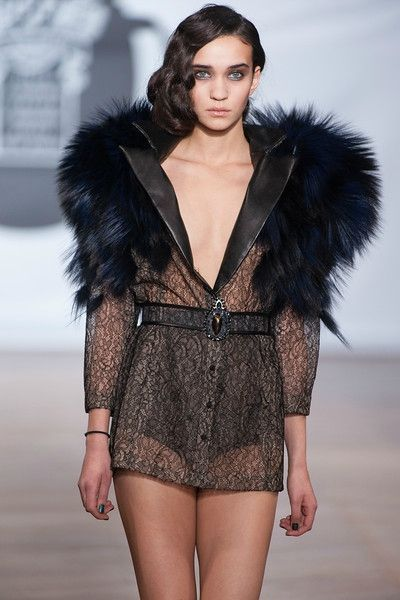 on aura tout vu by Yassen Samouilov and Livia Stoianova Defile Couture SS 2013 (59)-L
