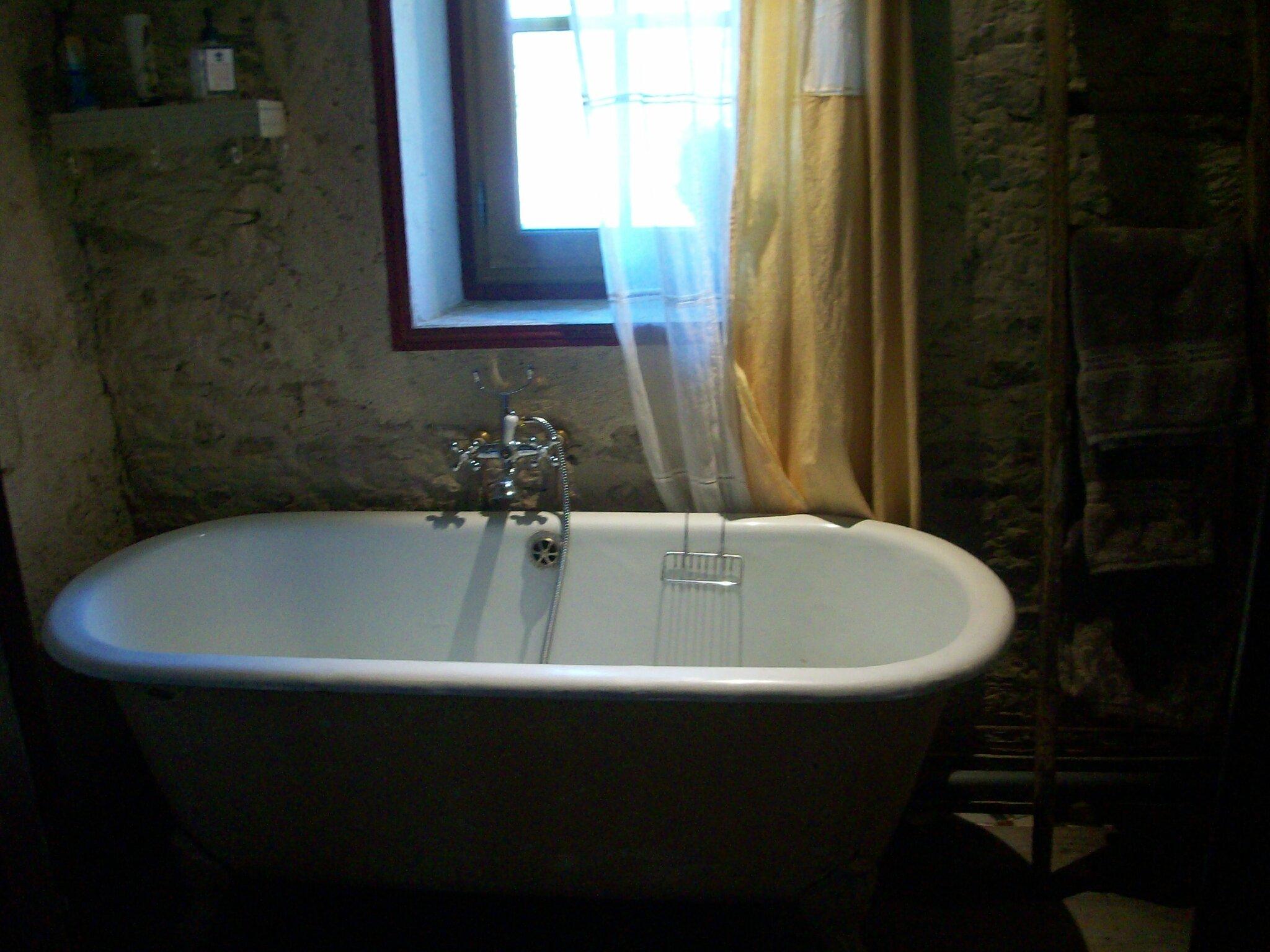Une salle de bain dans son jus  Annartiste