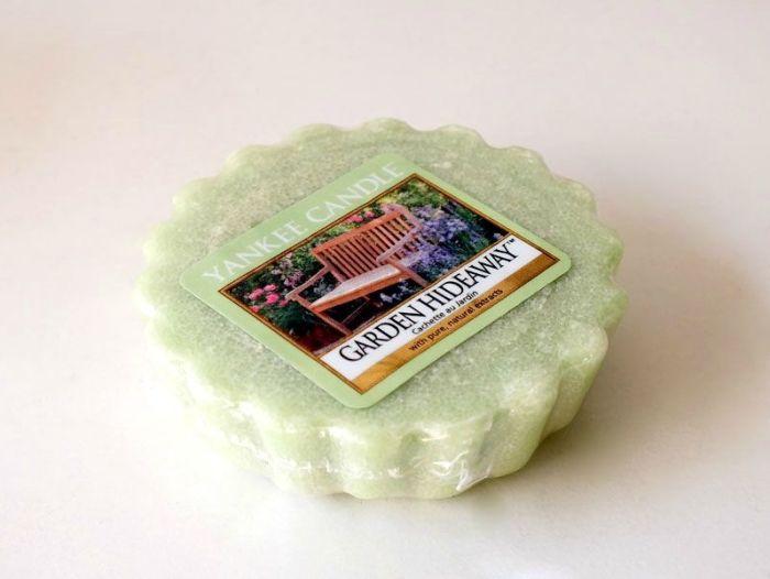tartelette-yankee-candle-garden-hideaway-bougie-ambiance-printemps-ete-fleurs-herbe-coupée-test-description (2)