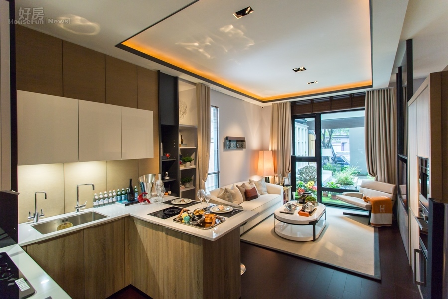 lighting kitchen cutlery sets 600萬預算 打造出國度假風 開放式廚房與客廳相連 天花板不採用會有