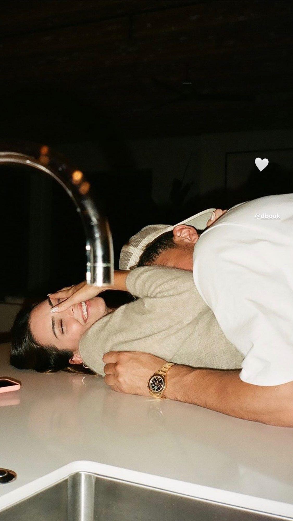 肯達爾·詹娜和德文·布克戀情實錘,情人節首次曬第一張情侶合照