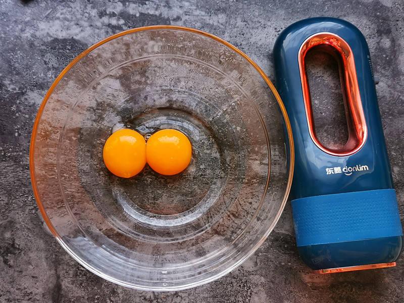 原創             蛋黃做成小餅乾,一口一個酥香掉渣,不用油不加糖孩子愛吃