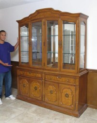222: THOMASVILLE CHINA OR CURIO DISPLAY CABINET : Lot 222