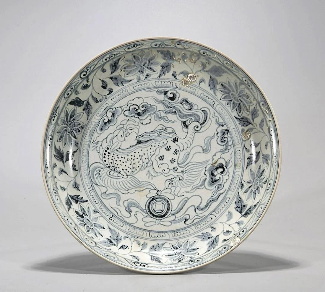 16th Century Vietnamese Blue & White Porcelain Dish