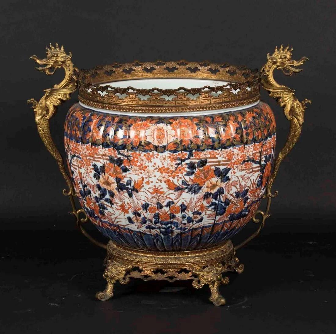An Imari cachepot, Japan, 1800s