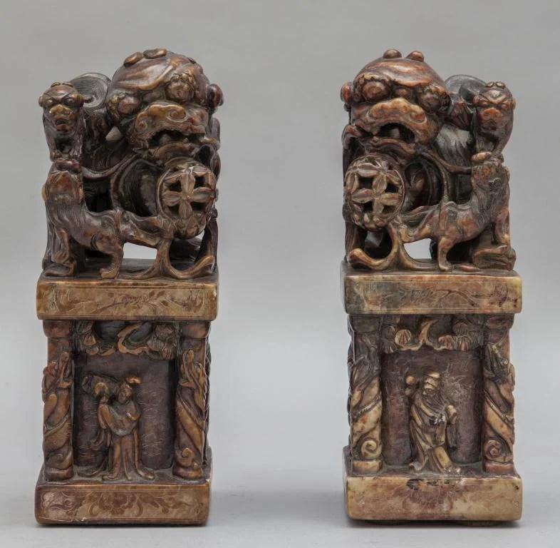 Coppia di grandi sigilli in pietra tenera