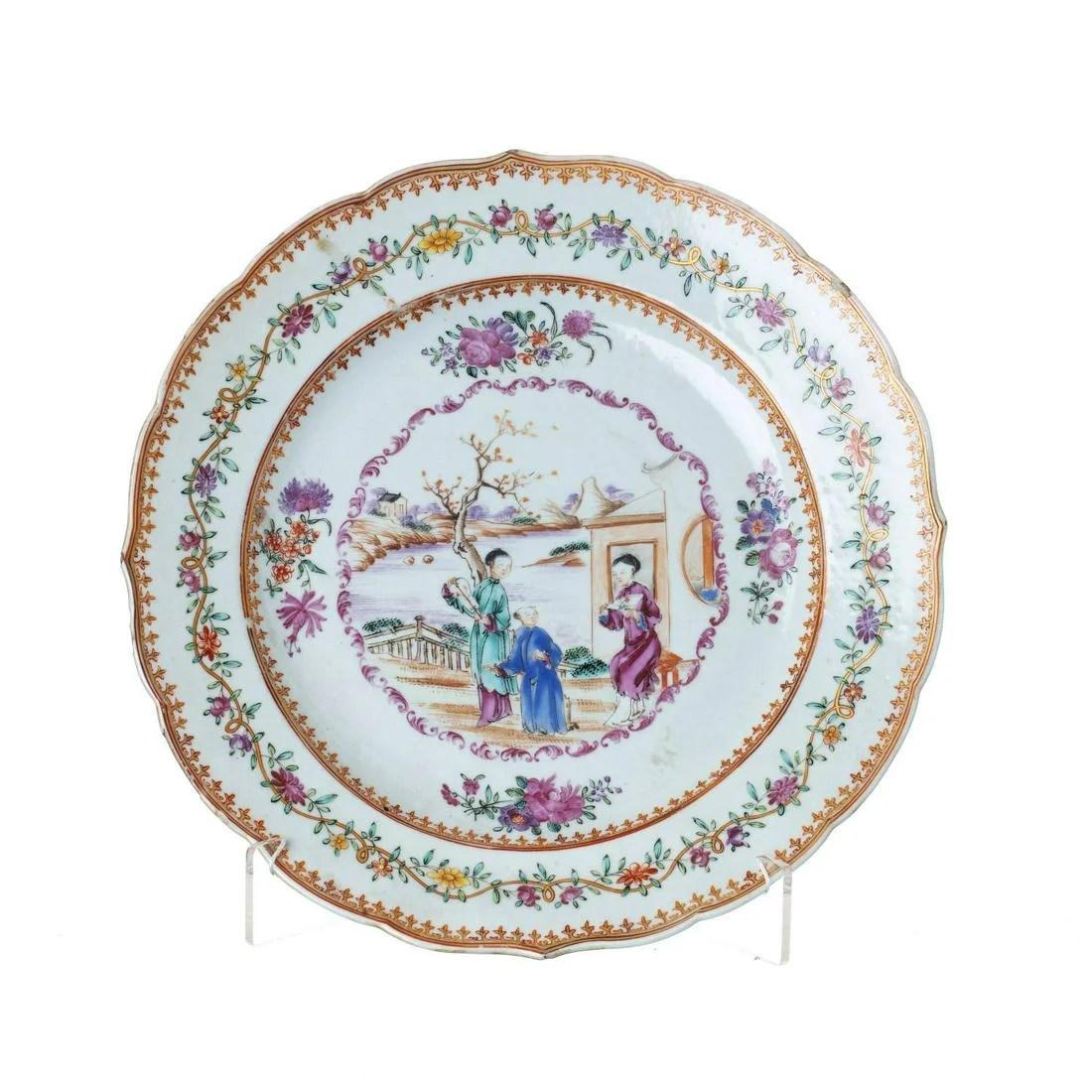 Large 'Mandarin' plate in Chinese porcelain, Qianlong