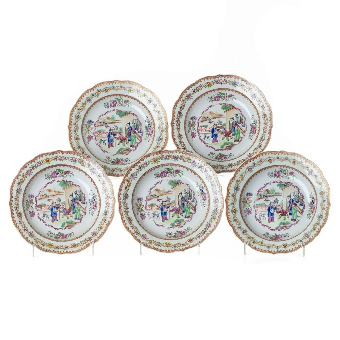 Five Mandarin soup plates in Chinese porcelain,