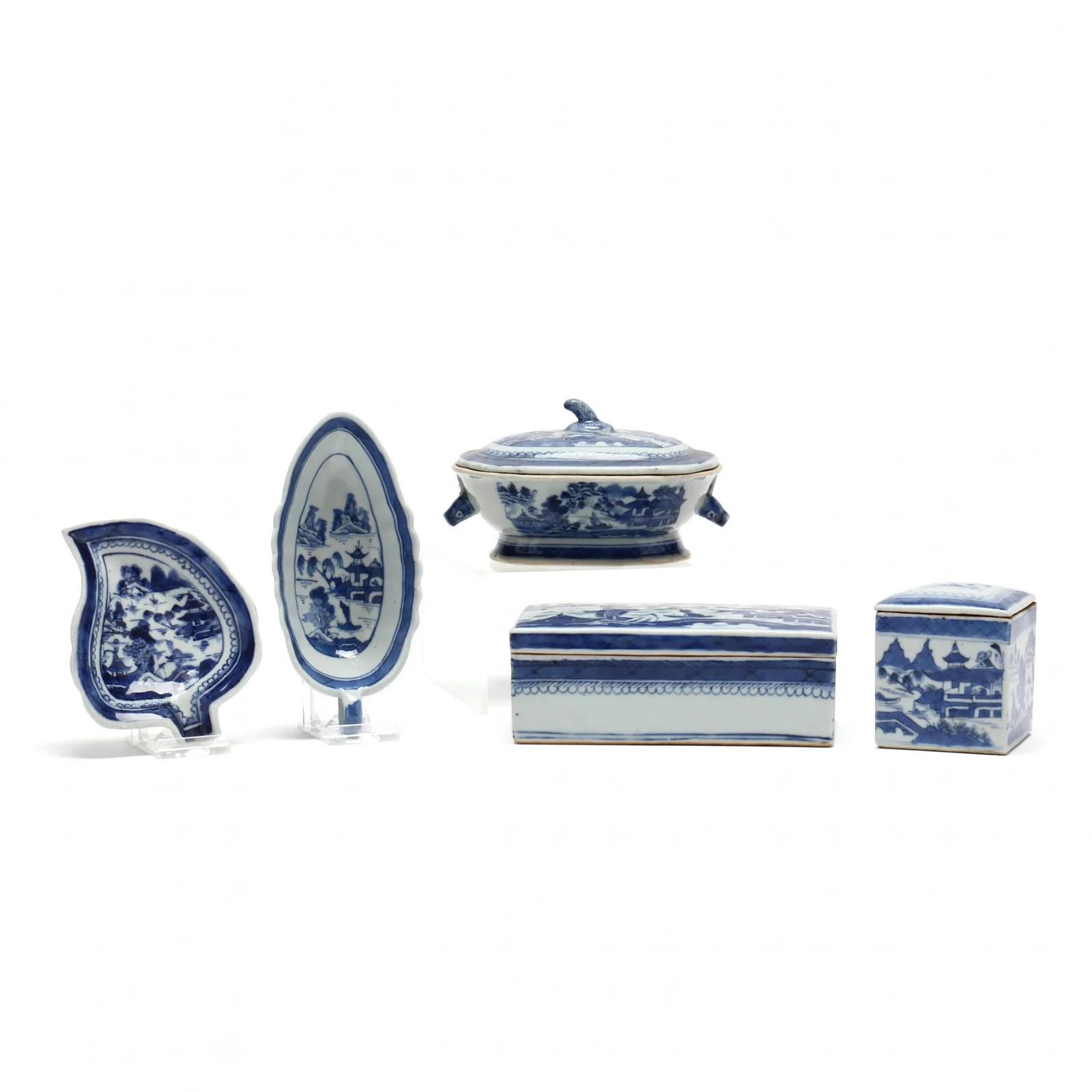 Five Canton Export Porcelain Accessory Pieces