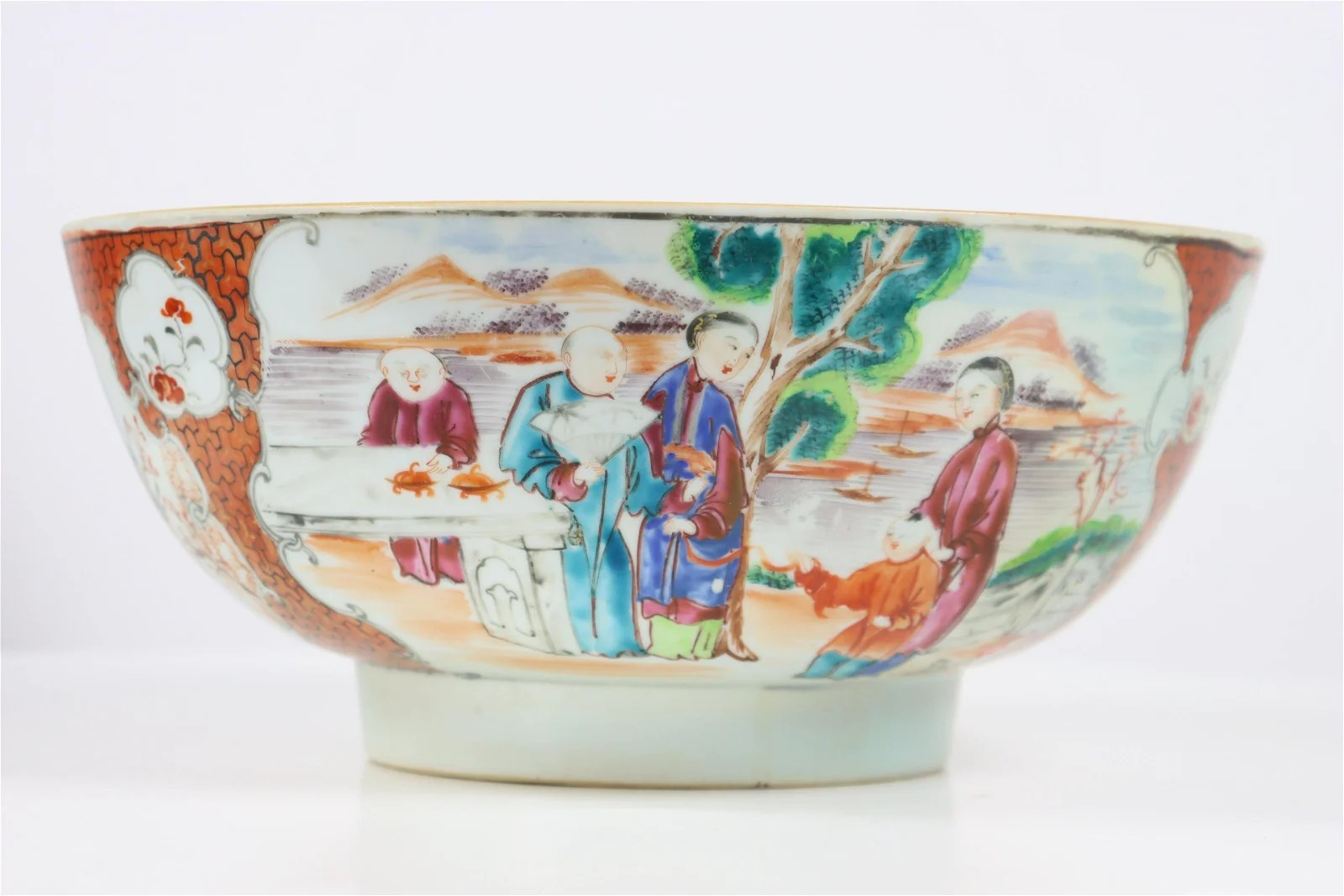 18th/19th C. Chinese Export Bowl, Famille Figures