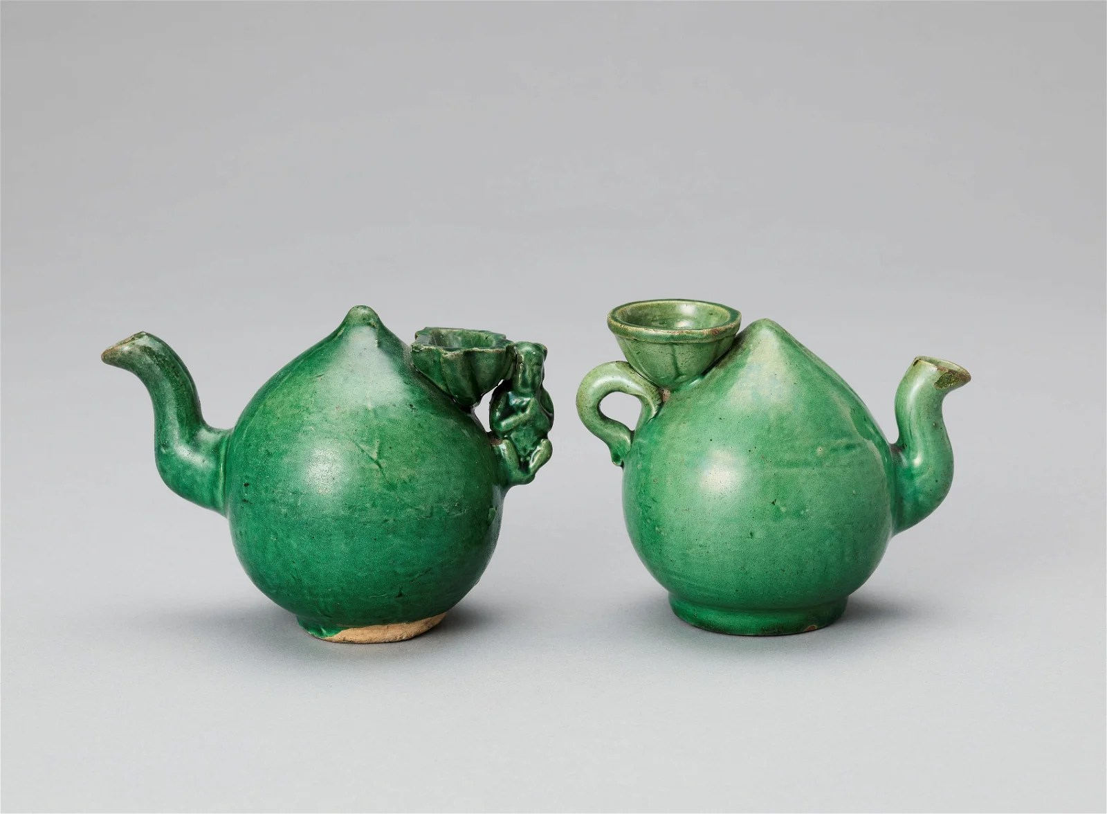A PAIR OF PEACH FORM WATER DROPPERS, KANGXI