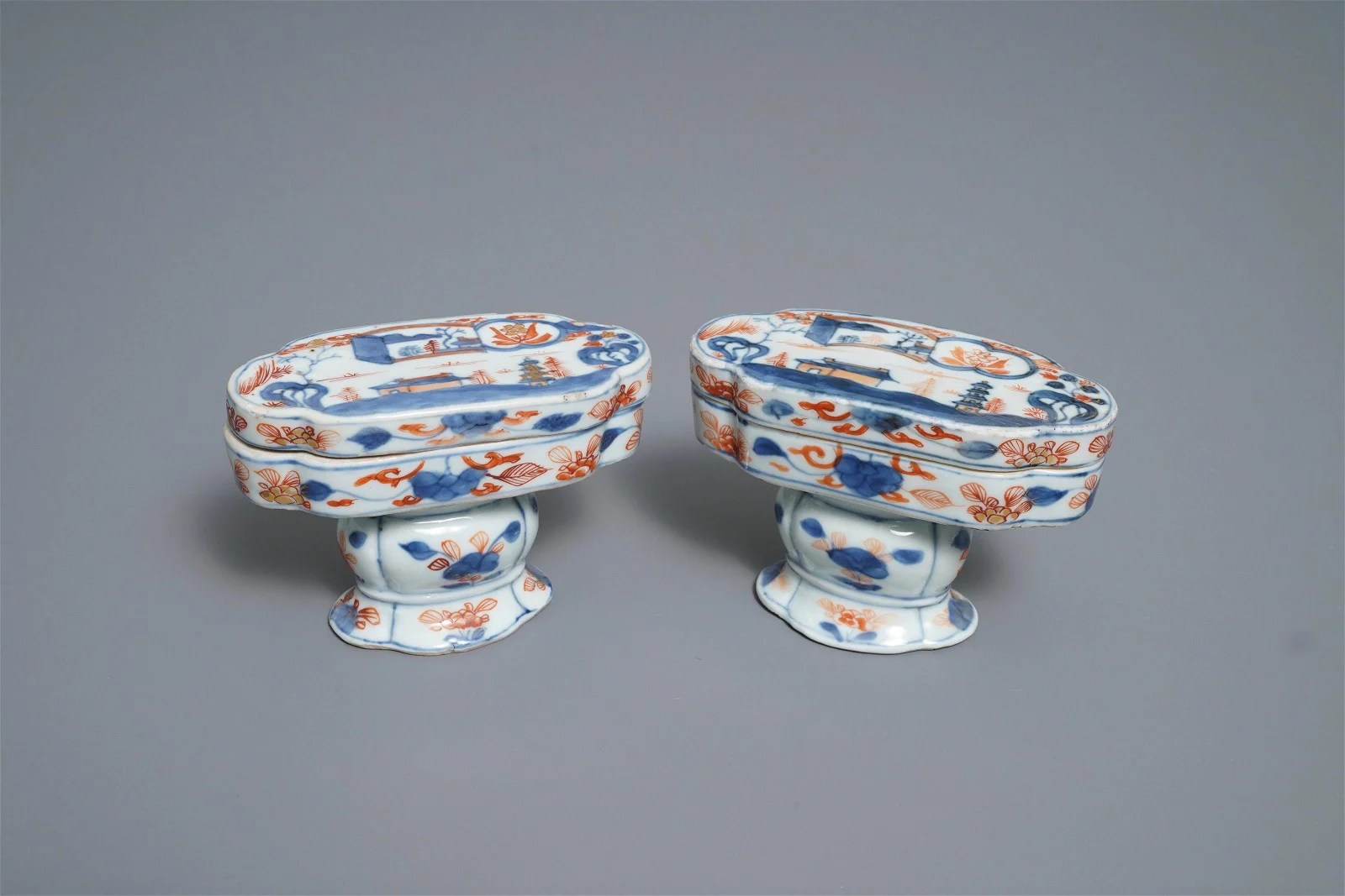 A pair of Chinese Imari-style spice boxes and covers,