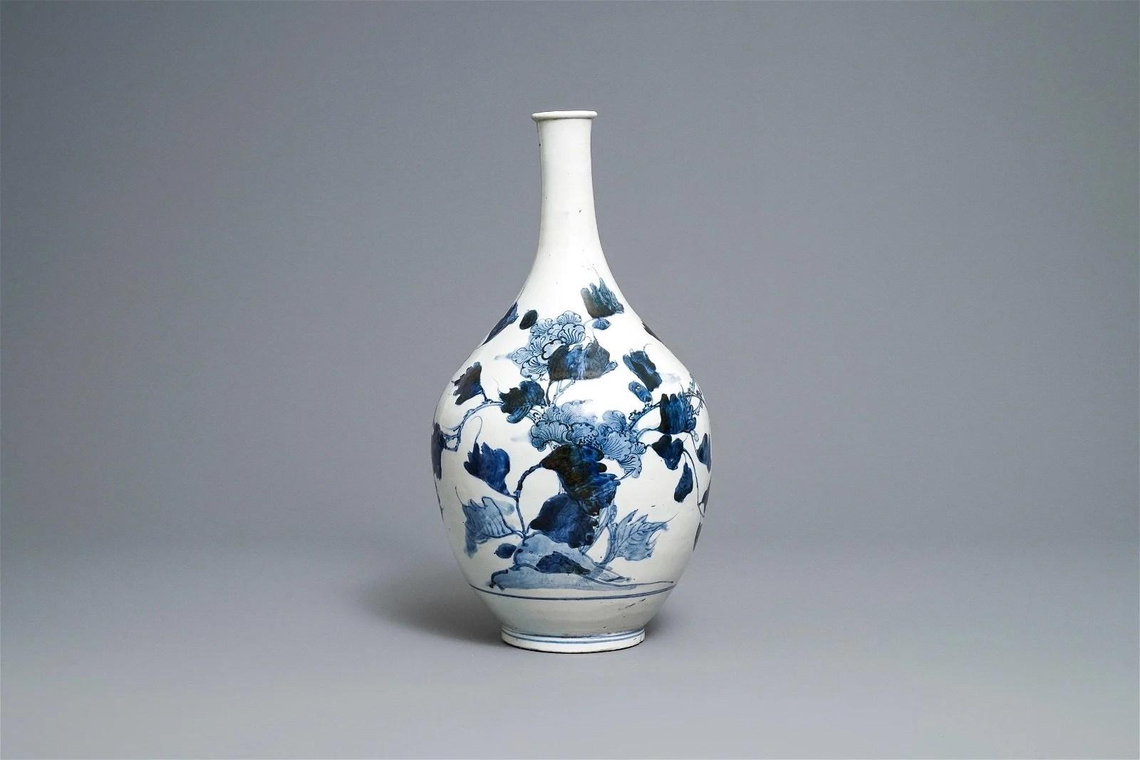 A large Japanese blue and white Arita bottle vase, Edo,
