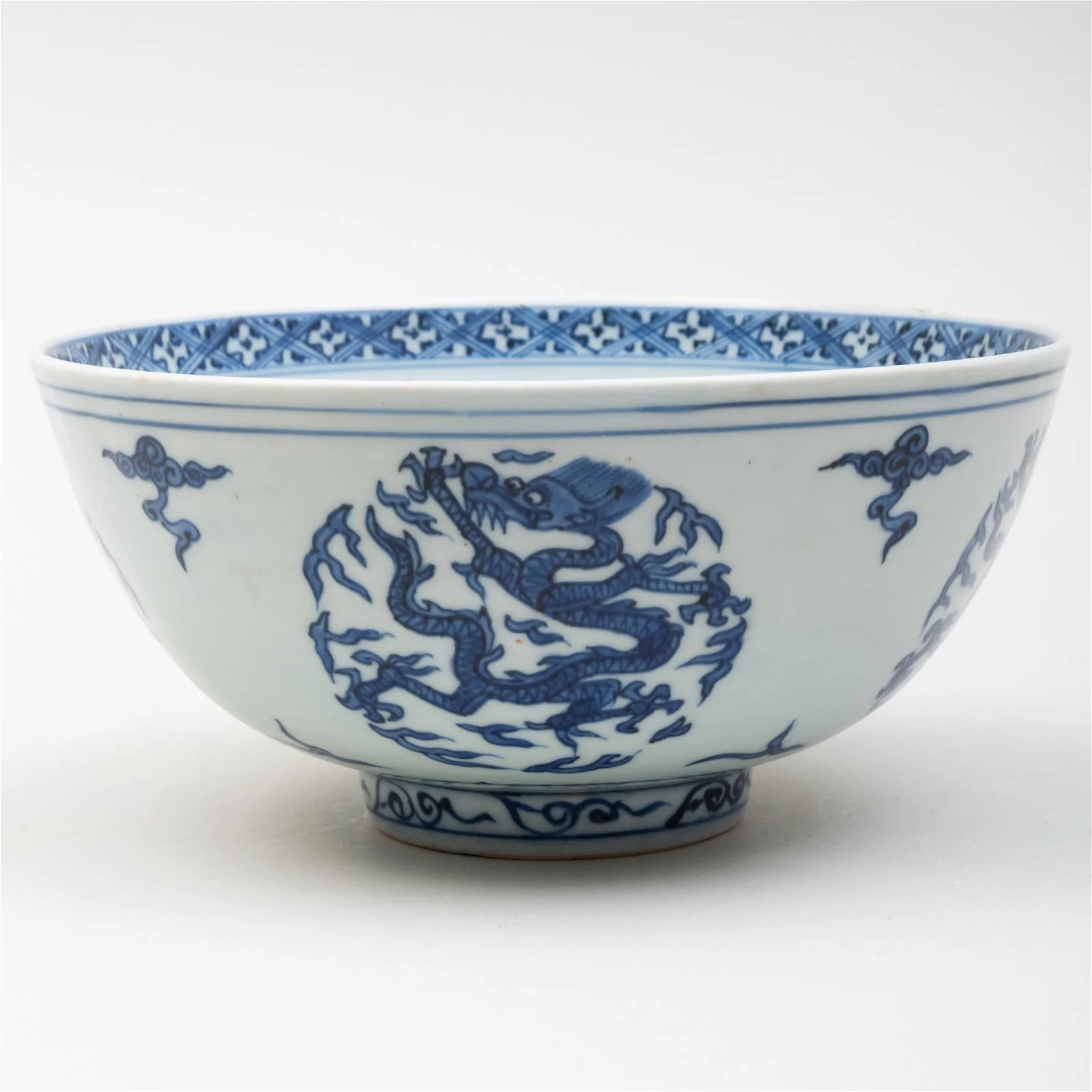 Chinese Blue and White Porcelain 'Dragon' Bowl