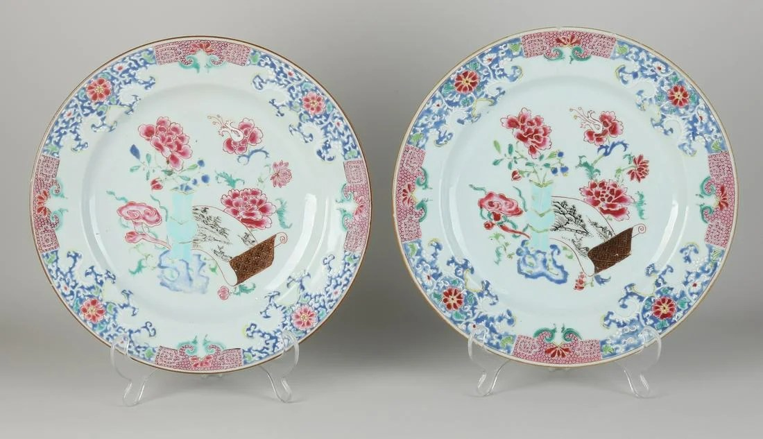 Two Chinese plates Ø 27.7 cm.