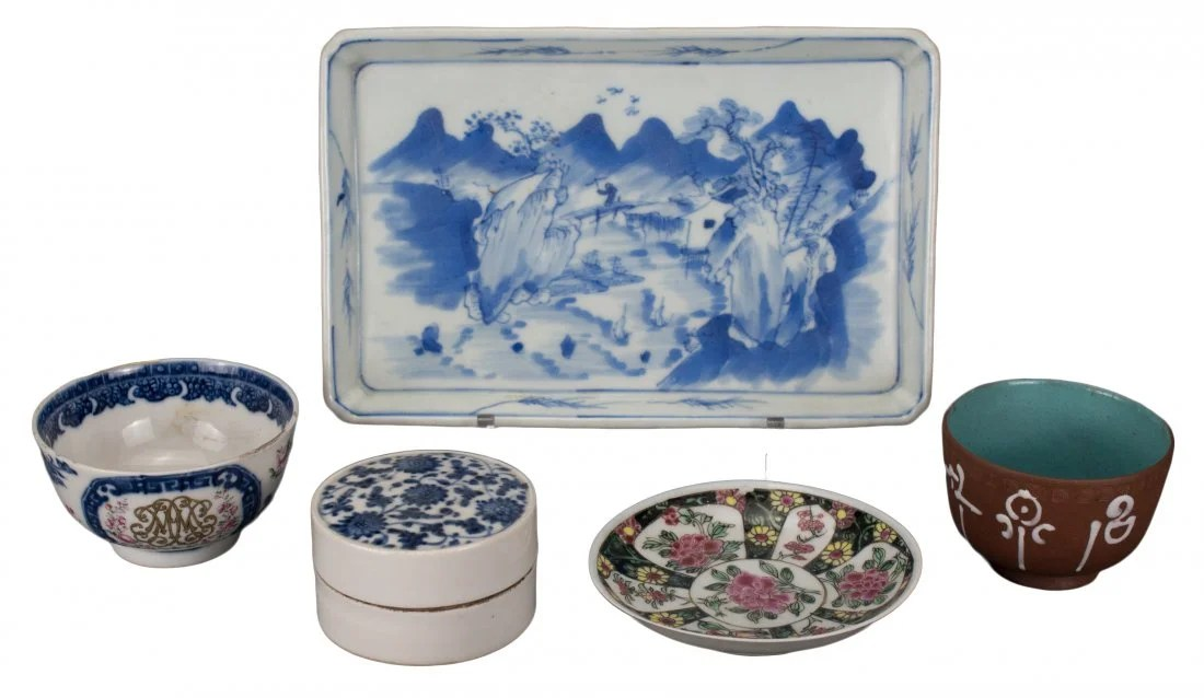 GROUP OF VARIOUS CHINESE PORCELAIN ITEMS, 18th/19th