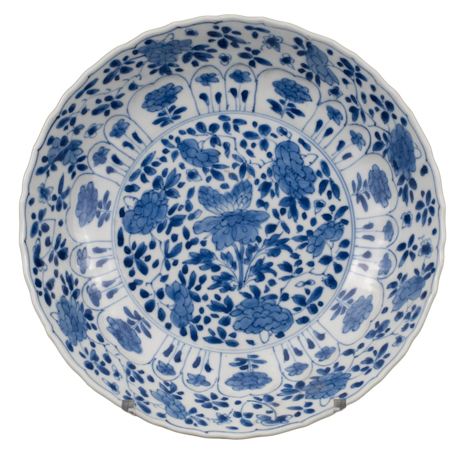 FINE CHINESE BLUE AND WHITE LOBED PORCELAIN DISH,