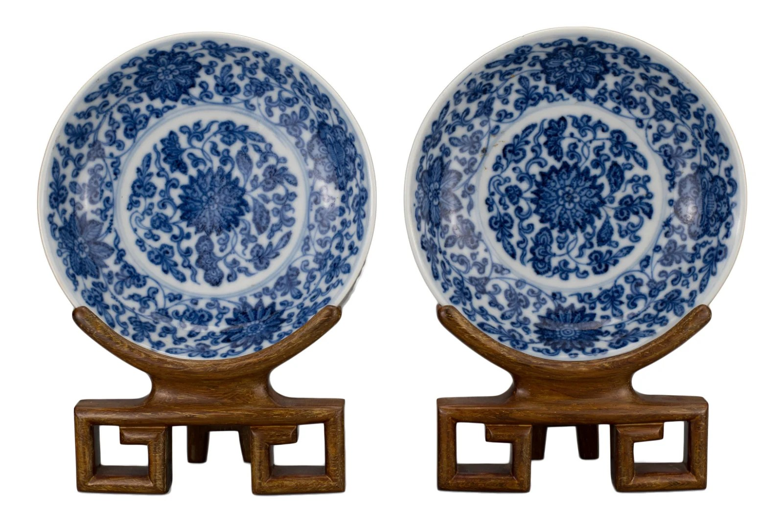 PAIR OF CHINESE BLUE AND WHITE PORCELAIN DISHES,