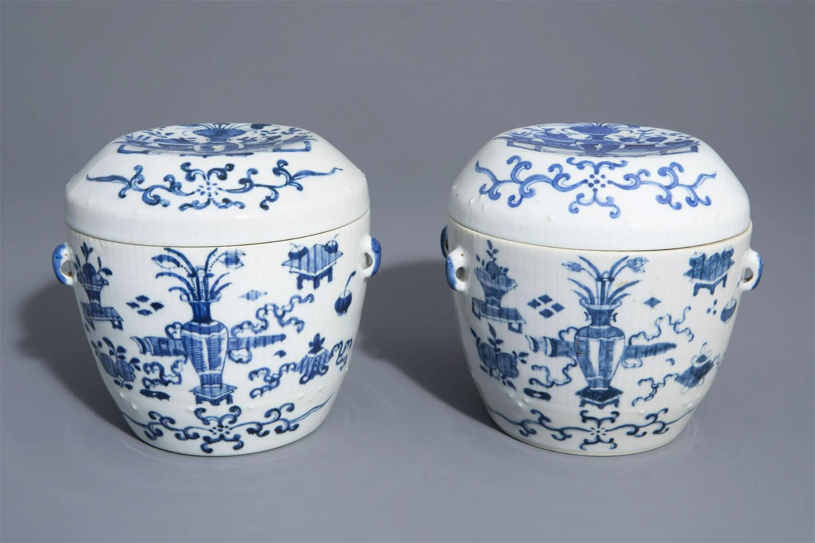 A pair of Chinese blue and white covered bowls with