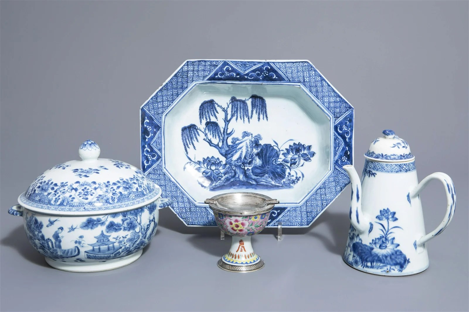 A Chinese blue and white tureen and cover, a deep