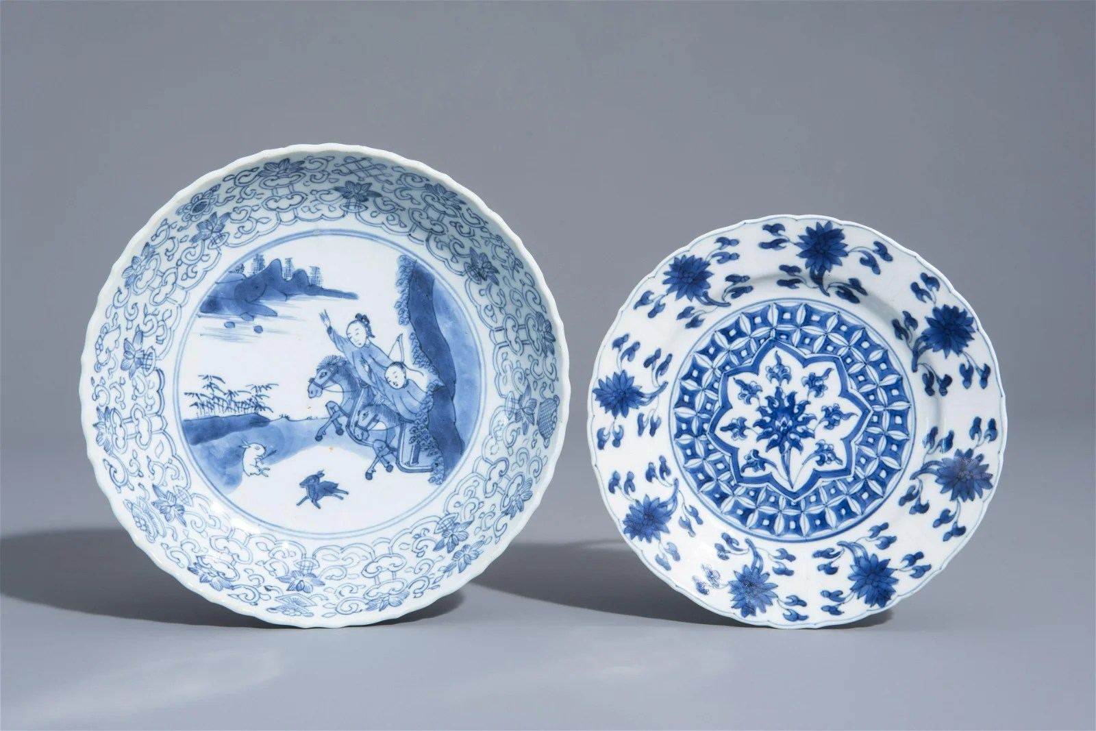 Two Chinese blue and white plates with a hunting scene