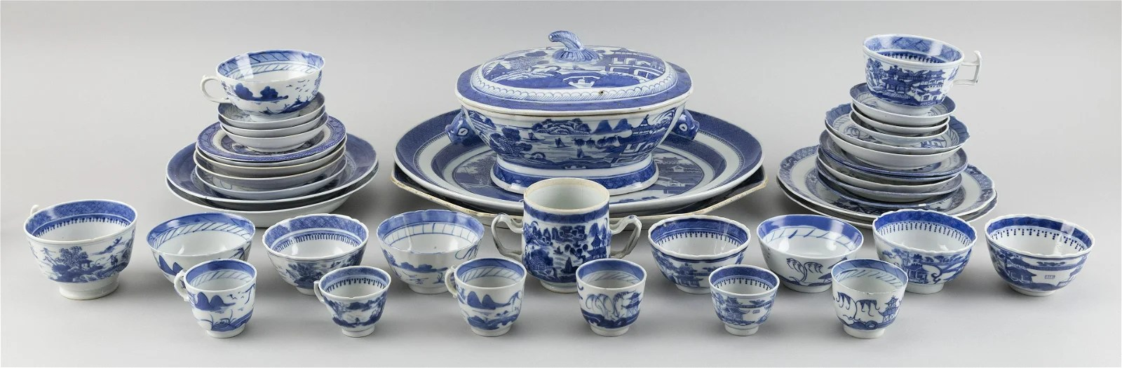 THIRTY-NINE PIECES OF CHINESE EXPORT CANTON PORCELAIN