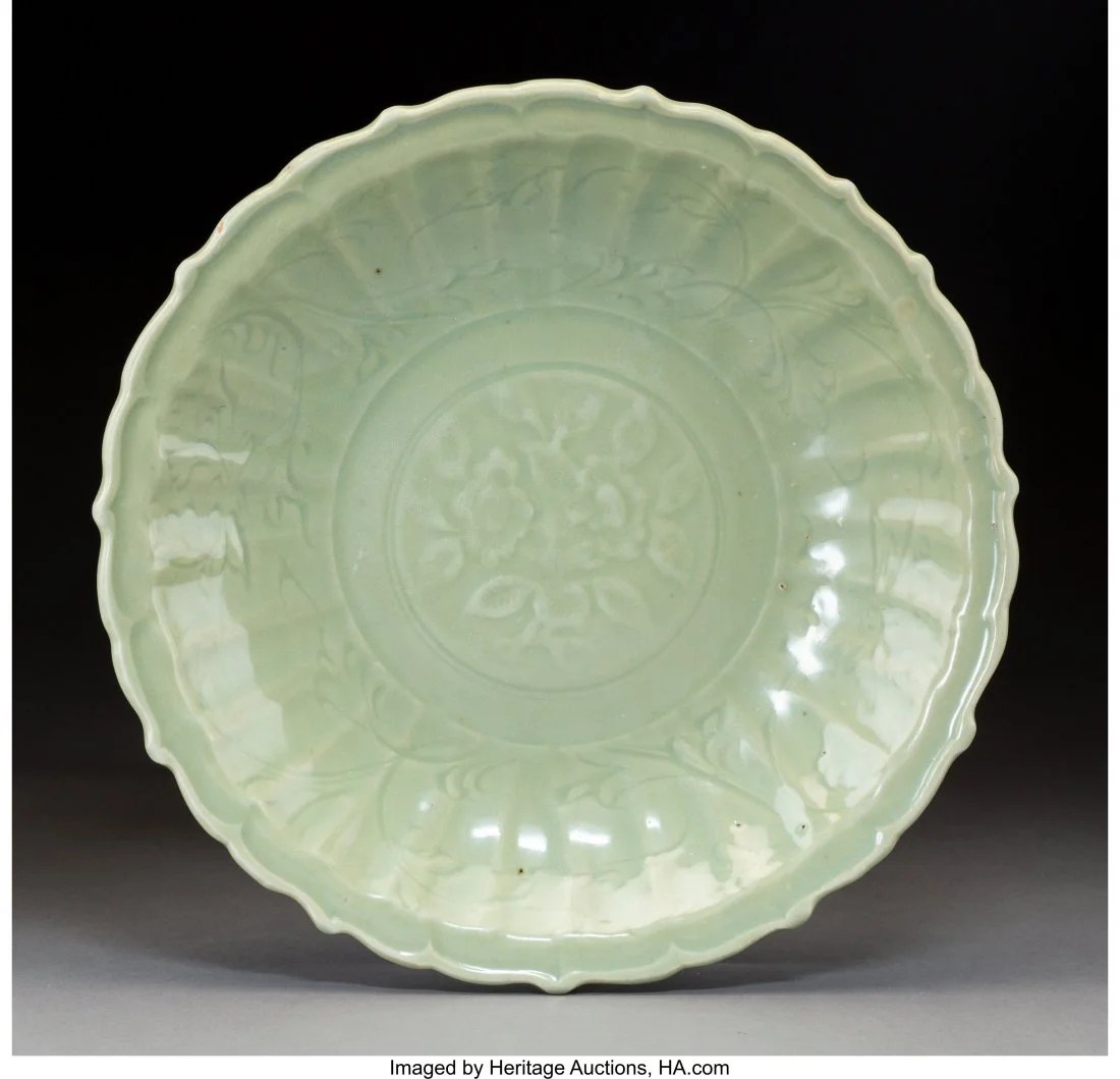 78086: A Chinese Celadon Earthenware Dish, Ming Dynasty