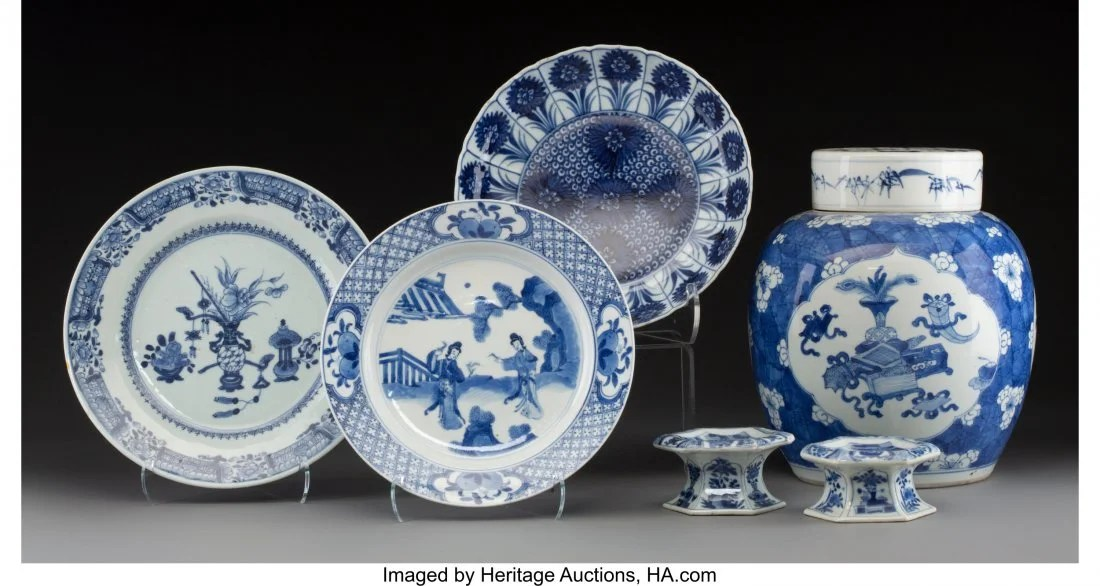 78104: A Group of Five Blue and White Porcelain Article