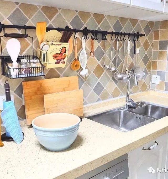 best kitchen sink square island 材质 安装 单双槽 最全的厨房水槽指南来了 大众点评网 不锈钢水槽最好选择经过拉丝处理的 这样不会留下手印和水渍 如果不小心选了亮面的水槽 你会发现 水渍留下的圈印儿是不管冲多少遍都冲不掉的 除非每天都用钢丝球