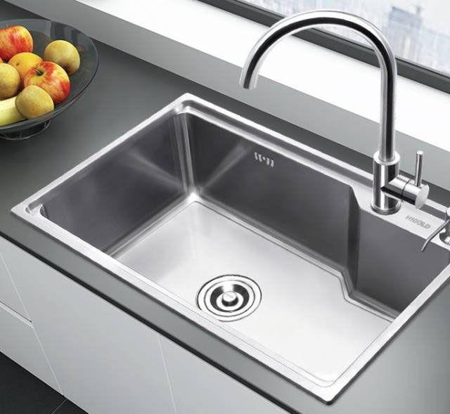 kitchen sinks with drainboard built in single faucet 厨房完美水槽攻略 安装方式及优缺点 大众点评网 台上式是最为普通的安装方式 无论是不锈钢水槽 花岗岩水槽或是国内不多见的陶瓷水槽 都可以在开孔后直接放上 周围硅胶密封即可