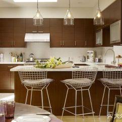 Kitchen Vinyl Floor Tiles Stools Ikea 咖啡色厨房墙砖选择什么颜色的橱柜 家居装修问答 大众点评 手机版 咖啡色厨房墙砖有点暗 所以橱柜建议用比较亮的颜色来给厨房增色 可用白色 浅绿色 橙色等