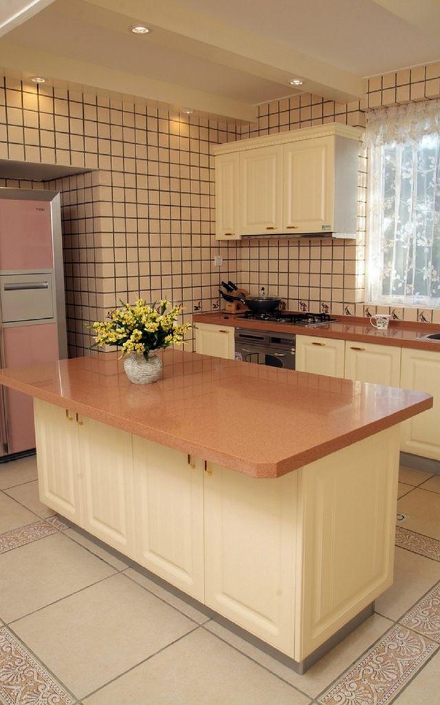 kitchen island with stove freestanding cabinet 乡村风厨房工作台如何设计 乡村风厨房装修有哪些注意事项 大众点评网 有很大的烹饪空间的 传统的l形 目的是充分利用地面空间 安装两个约80cm的橱柜 然后操作台面在量身订造 最后加上滚动推车 这样 就可以建造一个小型 厨房岛