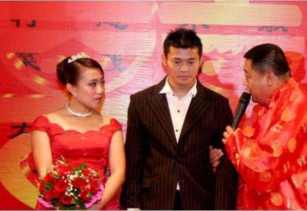 22歲時被趙本山帶上春晚,成名后開百萬路虎,轉身拋棄丈夫和兒子