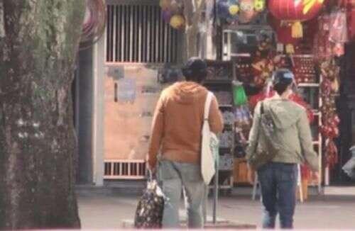 劉青雲寵妻成習慣,和太太買菜包攬粗重活,結婚23年甜蜜似新婚