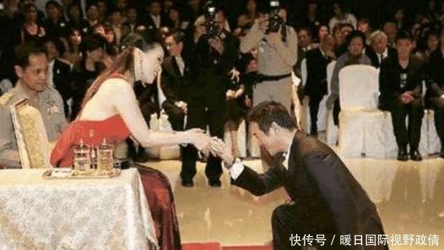 與泰國公主合照要下跪?李連杰單膝很紳士,而范冰冰女王氣場全開