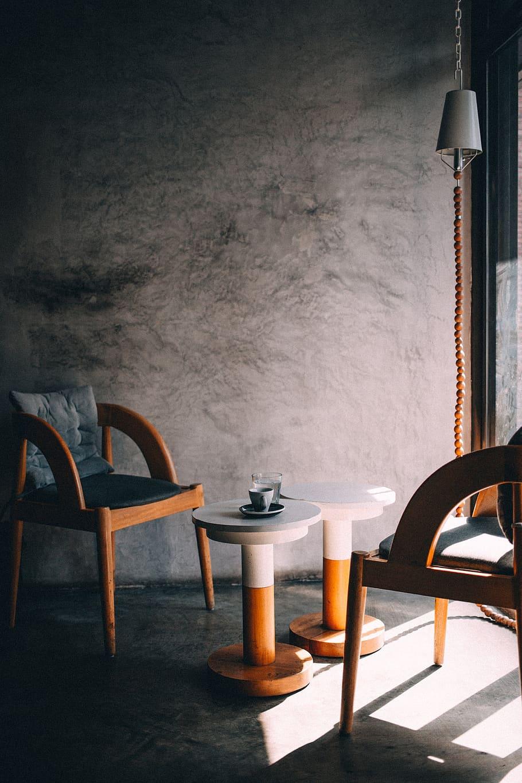 room coffee table chairs minimal