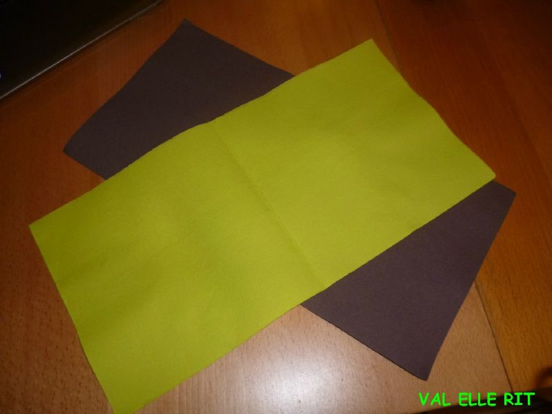 pliage de serviettes de deux couleurs