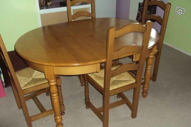 table de salle a manger et chaises a
