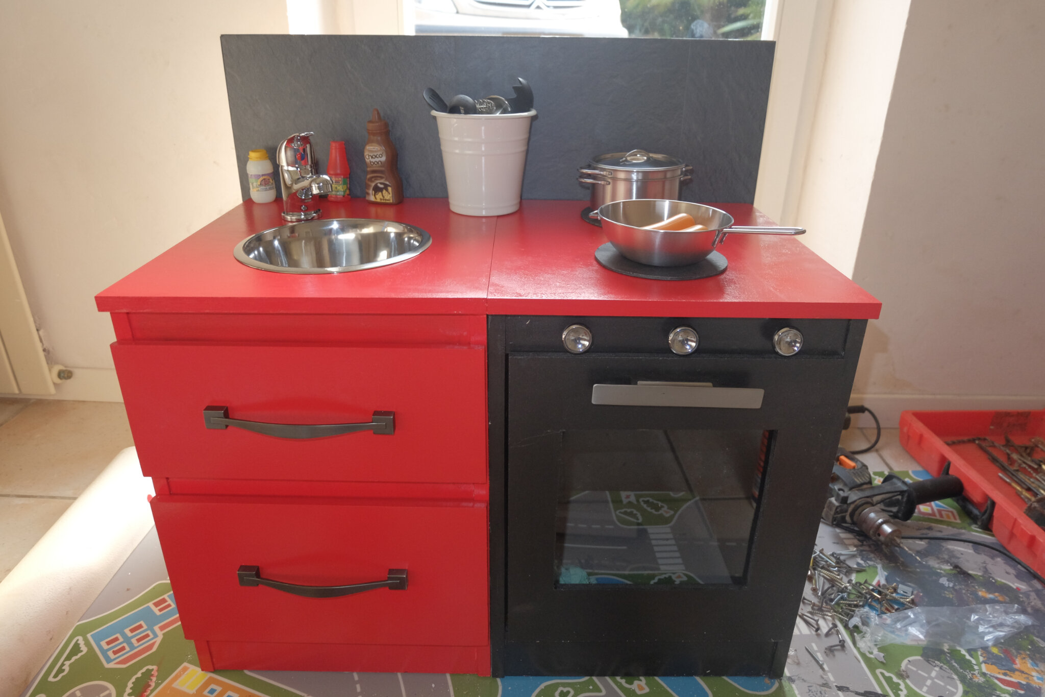 Fabriquer Une Cuisine à Partir De Deux Tables De Chevet