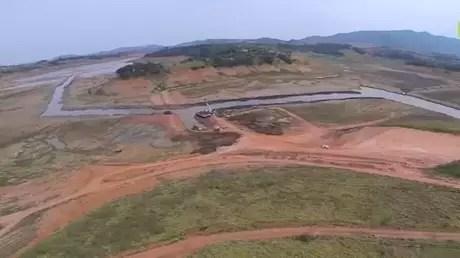 Veja imagens de drone da retirada do volume morto do Cantareira