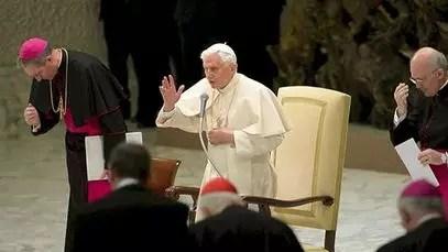 Papa diz que deixa posto 'pelo bem da Igreja'