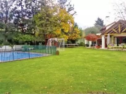 La residencia de Bachelet cuenta con un amplio patio. Foto: Reproducción / Portal Inmobiliario