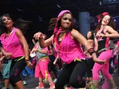 Olvídate de aburrirte levantando pesas: el Zumba es un ejercicio divertido y efectivo. Foto: zumba.com