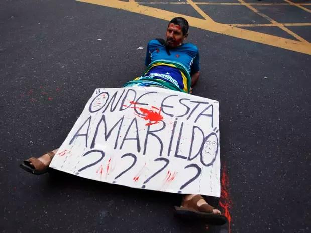 """""""¿Dónde está Amarildo?"""" El habitante de la favela Rocinhadesapareció hace más de un mesa manos de la policía de Río Foto: Pilar Olivares"""