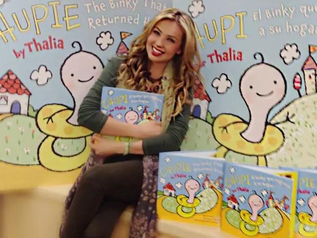 Thalía ya había publicado dos libros dedicados a la belleza en el embarazo y su autobiografía, 'Cada Día Más Fuerte'. Foto: facebook/Chupiethebinky