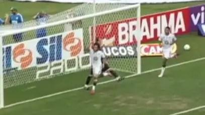 Rogério Ceni tenta agredir Valdívia após gol